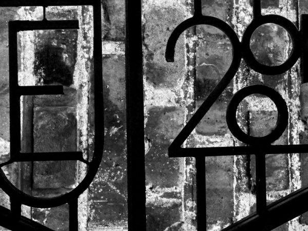 Jern hegn og sten 1 af 3 - Abstrakt mønster sort/hvid billed i rå look