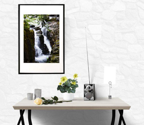 Foto af et smukt vandfald i Scotland taget af billeder4you